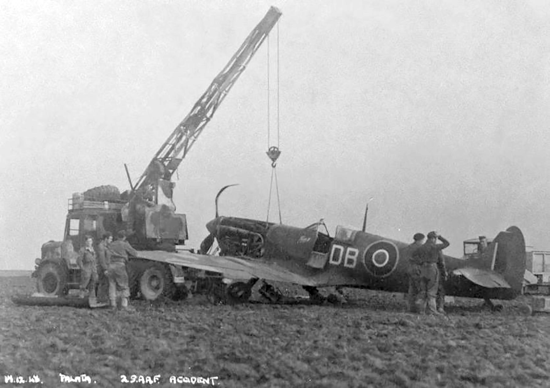 Spitfire MkVcTrop SAAF 2Sqn DBT JG721 Palata Italy 17th Dec 1943 04
