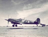 Asisbiz Spitfire LFIX SAAF 2Sqn DBD MH957 Italy 1943 01