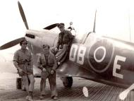 Asisbiz Spitfire MkIX SAAF 2Sqn DBE Italy 1943 01