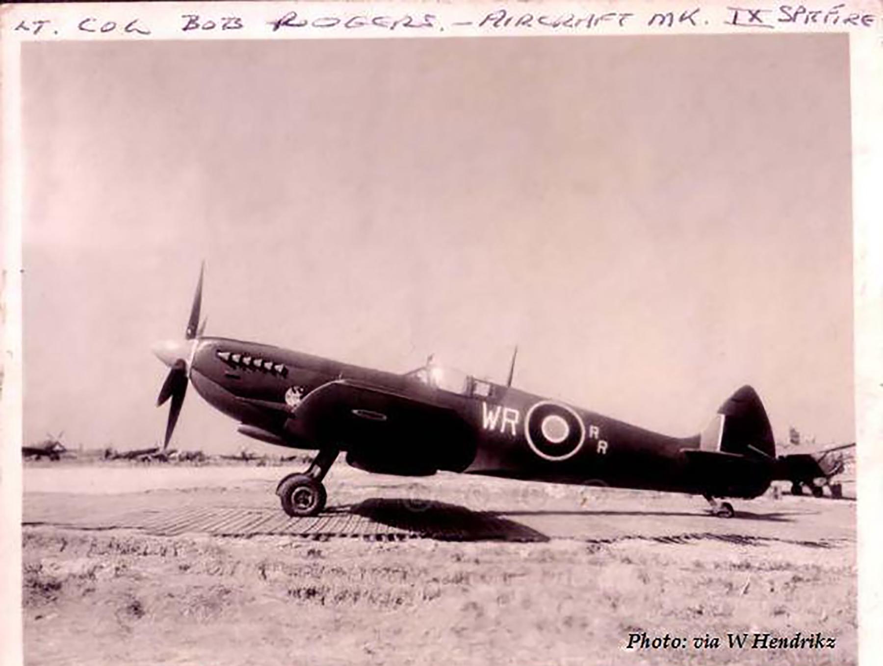 Spitfire LFIX SAAF 40Sqn WR RR LtCol Bob Rogers PT672 Italy 1943 01