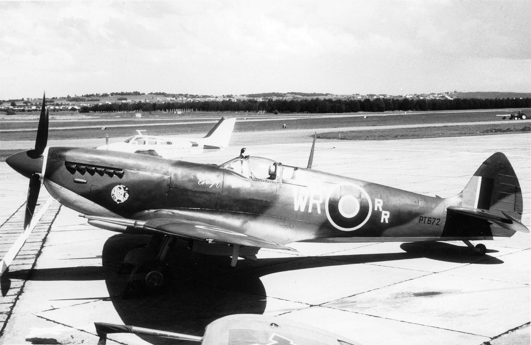 Spitfire LFIX SAAF 40Sqn WR RR LtCol Bob Rogers PT672 Italy 1943 02