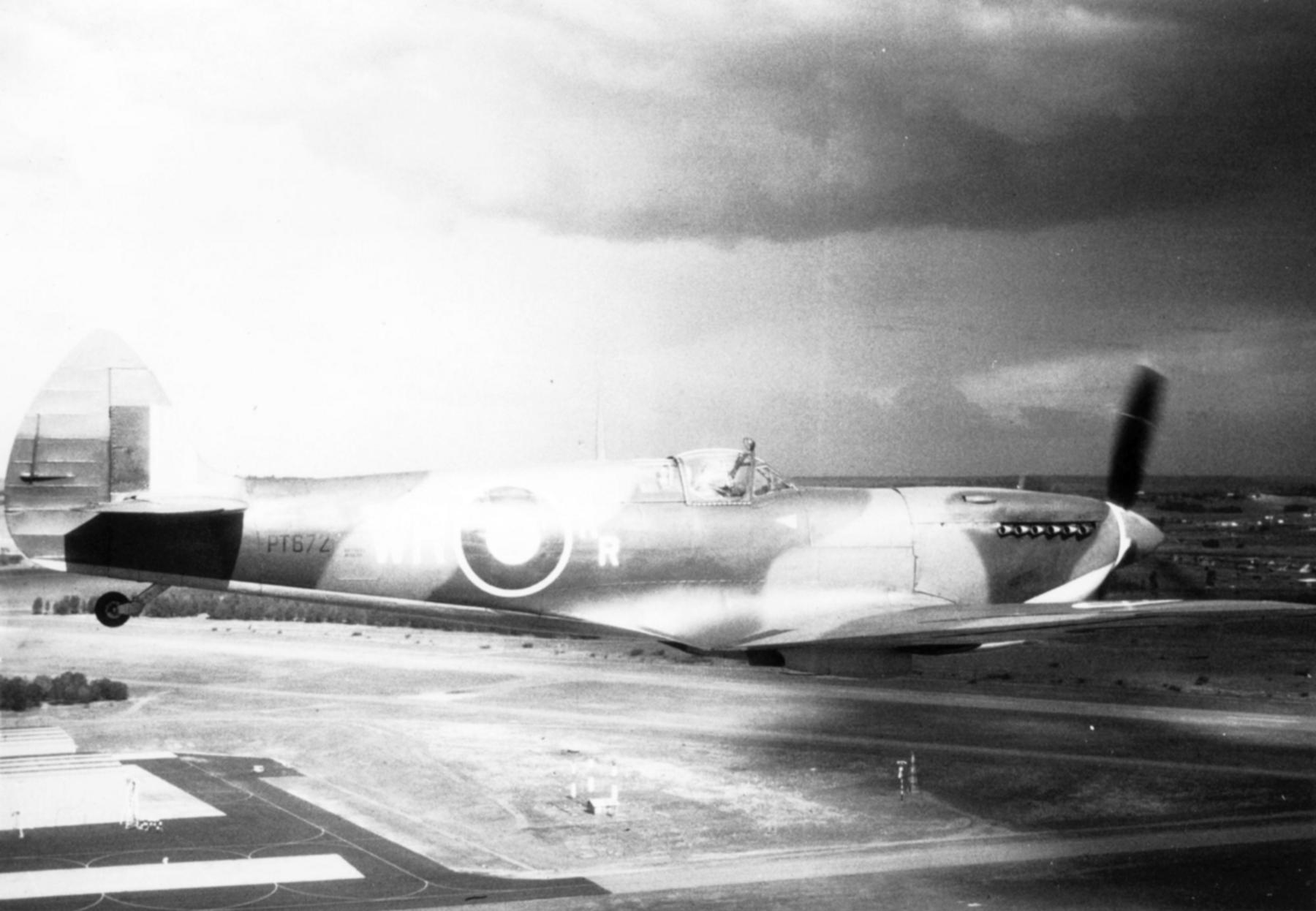 Spitfire LFIX SAAF 40Sqn WR RR LtCol Bob Rogers PT672 Italy 1943 03