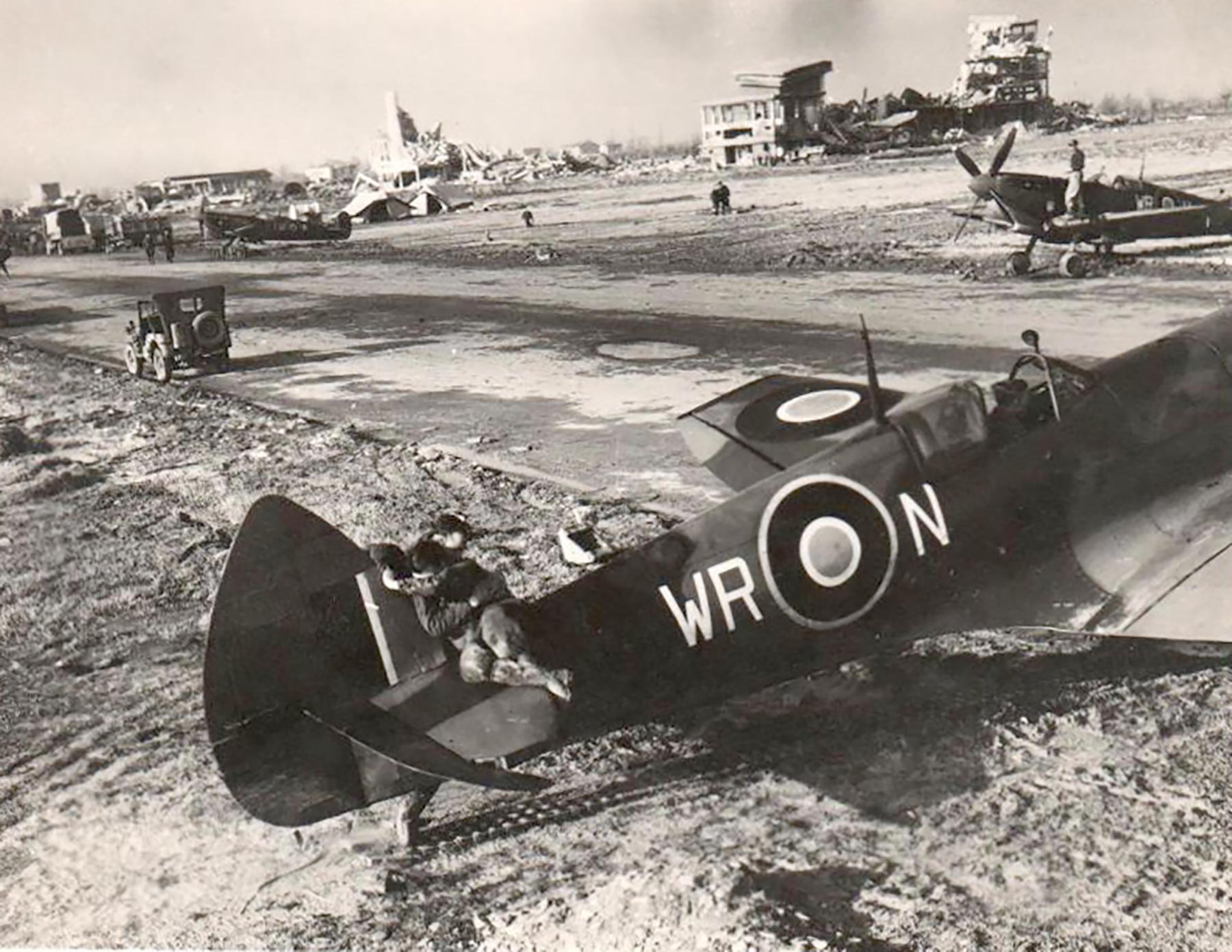 Spitfire LFIX SAAF 40Sqn WRN 01