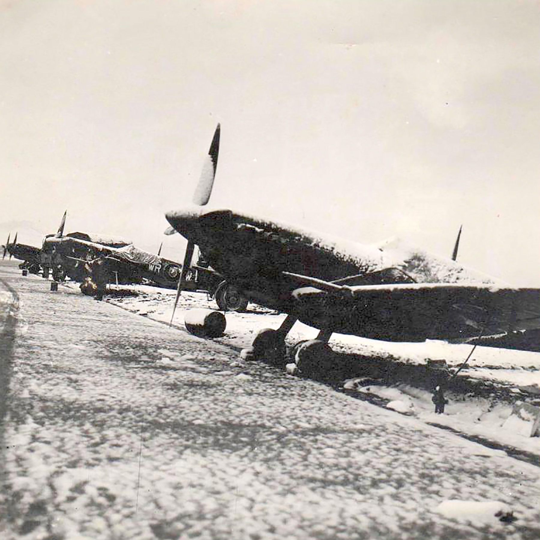 Spitfire MkIX SAAF 40Sqn WRW 01