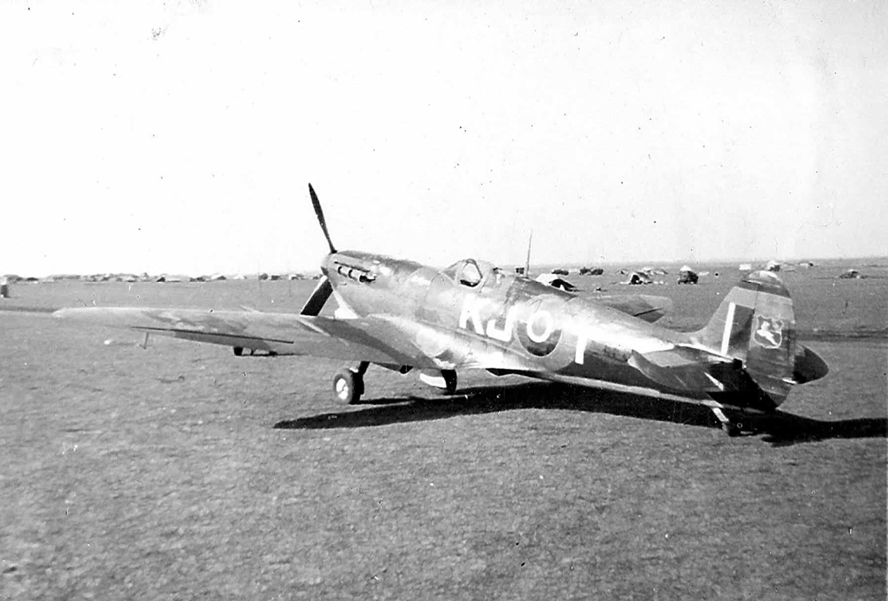 Spitfire LFIX SAAF 4Sqn KJT Italy 1945 01