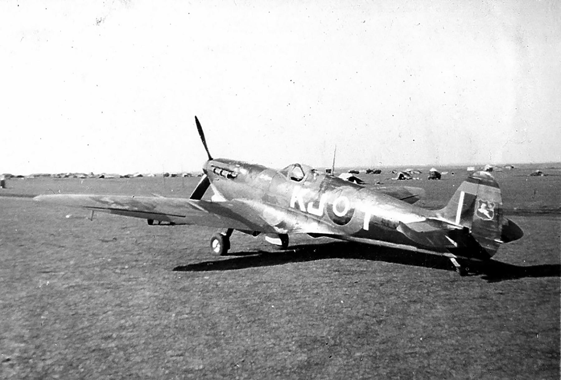 Spitfire LFIX SAAF 4Sqn KJT Italy 1945 02