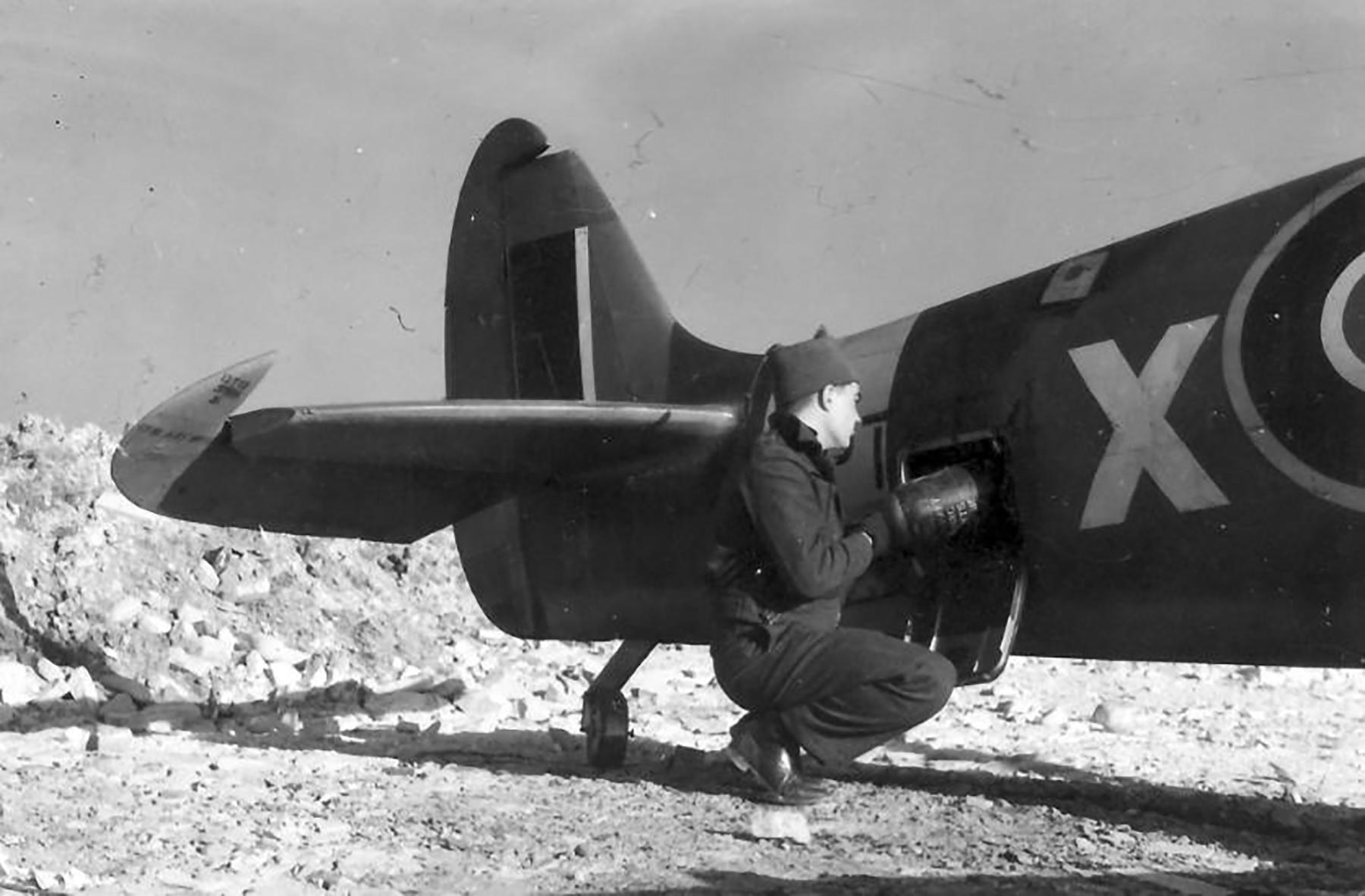 Spitfire LFIX SAAF 4Sqn KJX Italy 1945 01
