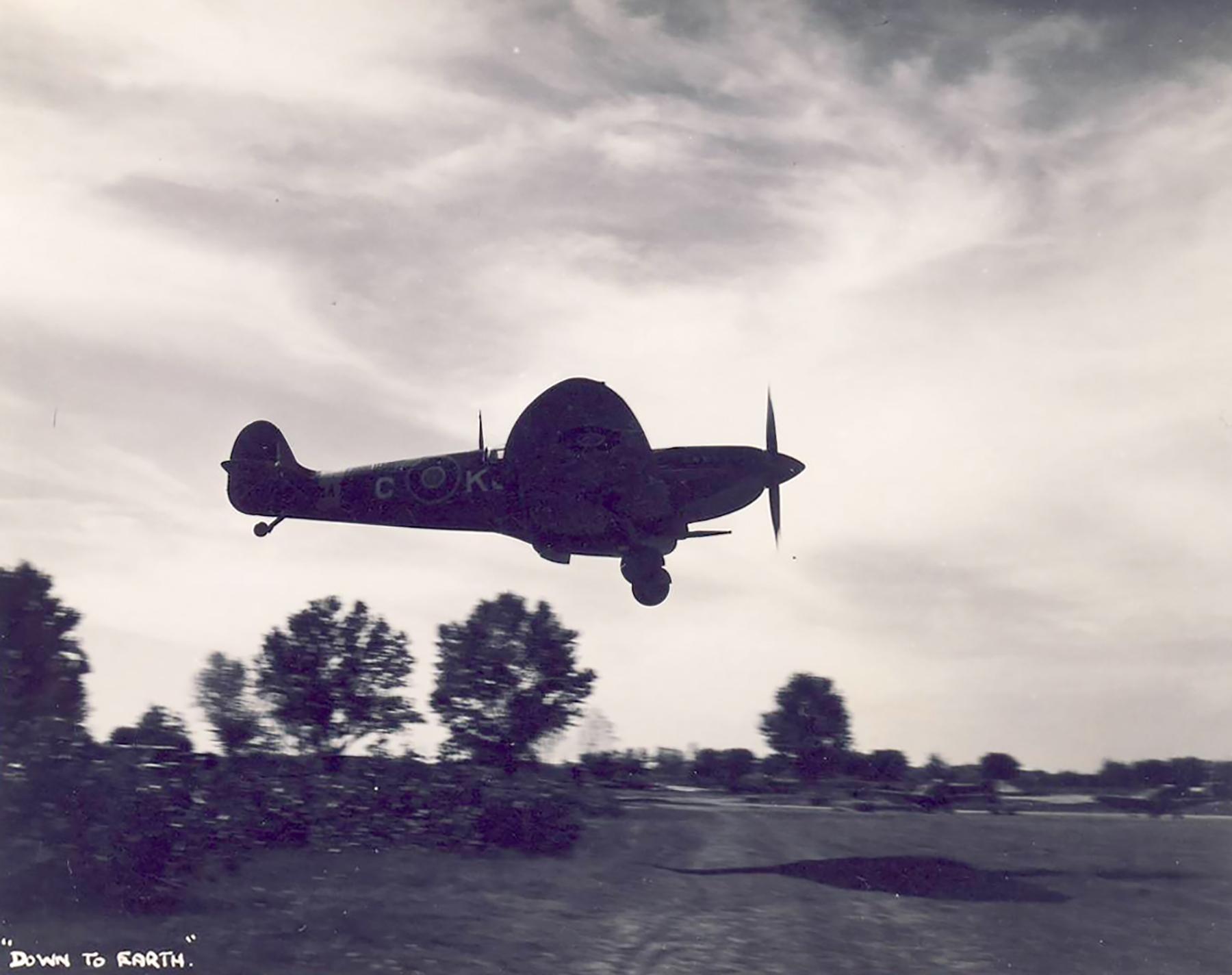 Spitfire MkIX SAAF 4Sqn KJC Italy 1945 01