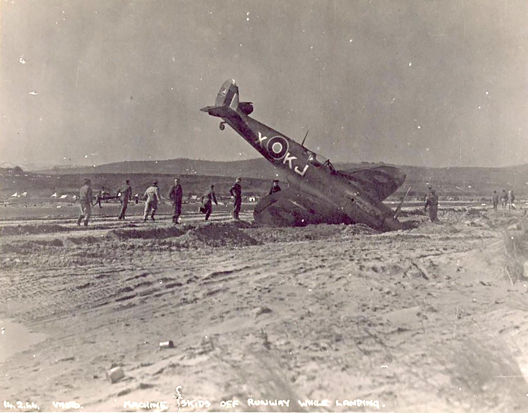 Spitfire MkIX SAAF 4Sqn KJX SM143 Italy 1945 01