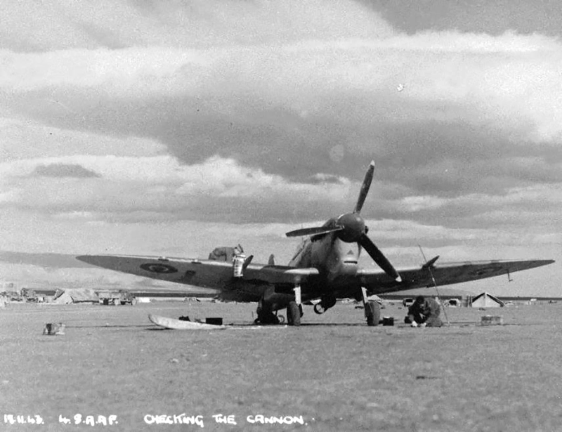 Spitfire MkVcTrop SAAF 4Sqn KJA Sicily Italy 1943 01