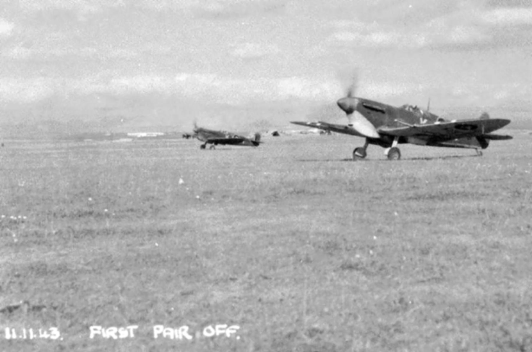 Spitfire MkVcTrop SAAF 4Sqn KJx Sicily Italy 1943 01