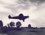 Asisbiz Spitfire MkIX SAAF 4Sqn KJC Italy 1945 01