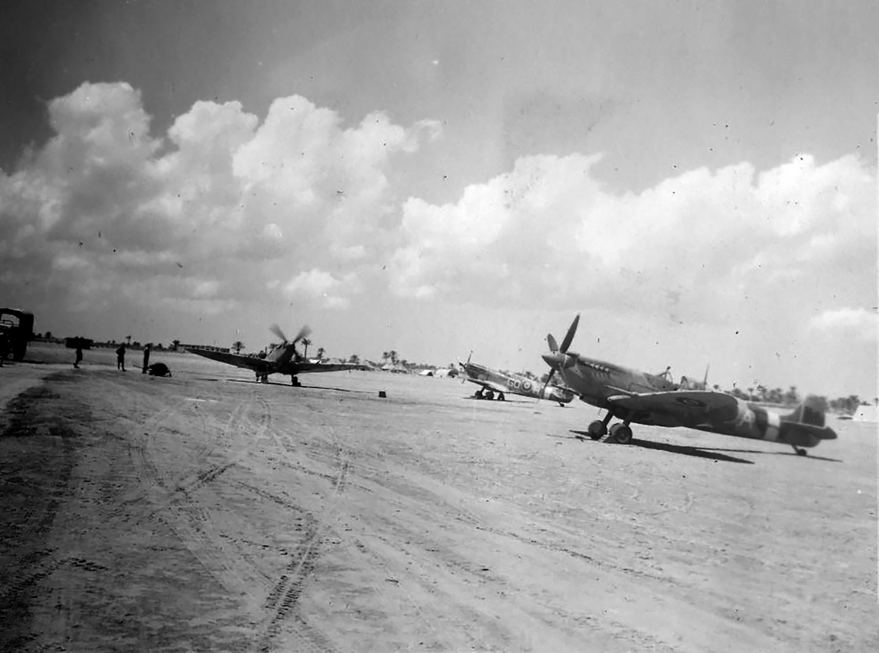 Spitfire MkIX SAAF 10Sqn GOH and GOA exRAF 94Sqn 01