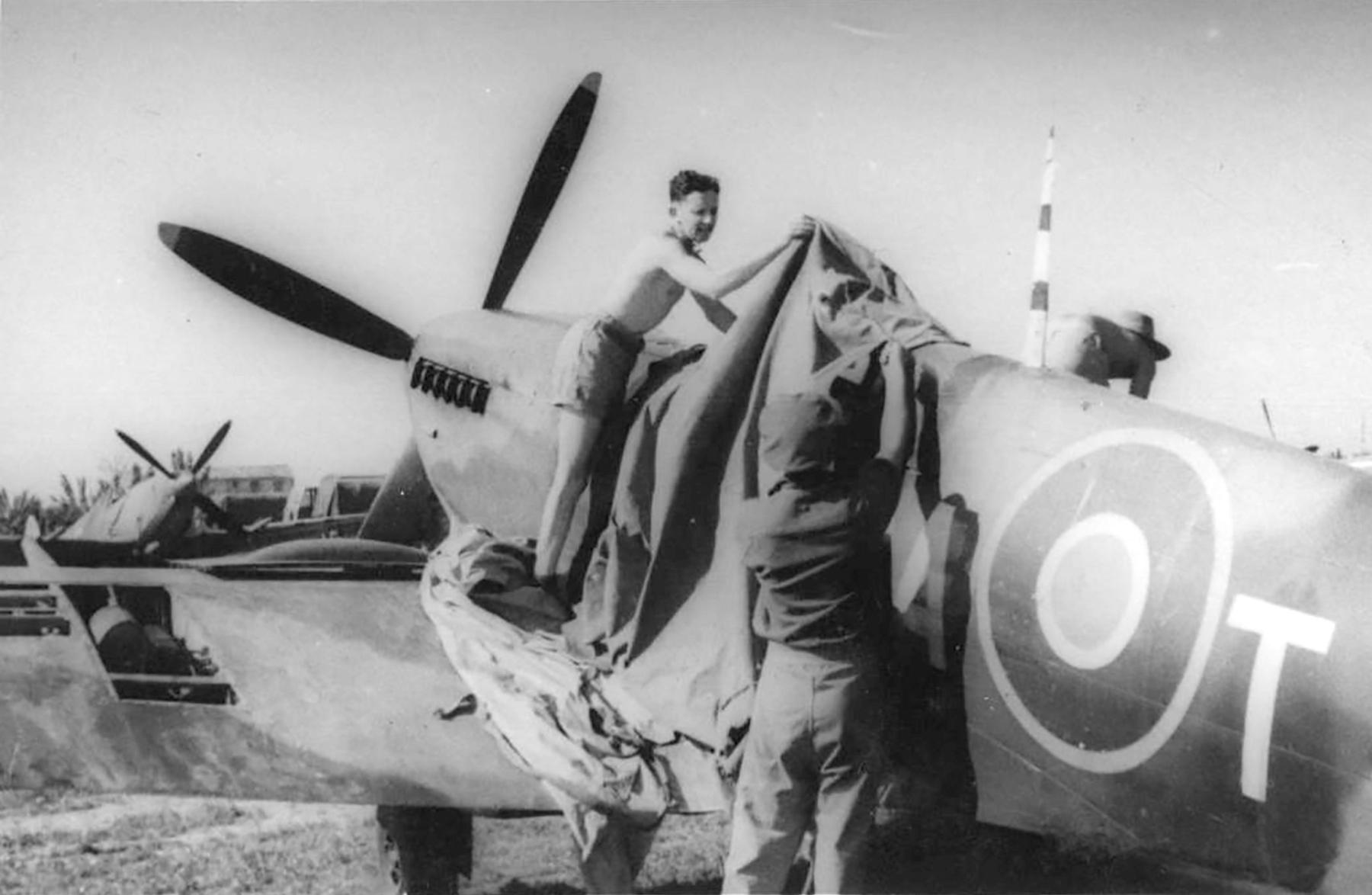 Spitfire MkIX SAAF 3Sqn CAT 01