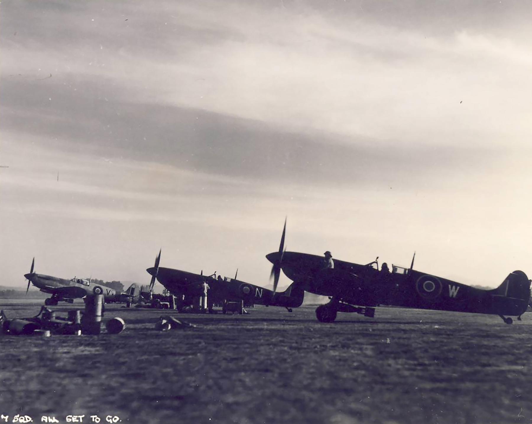Spitfire MkIX SAAF 7Sqn 01