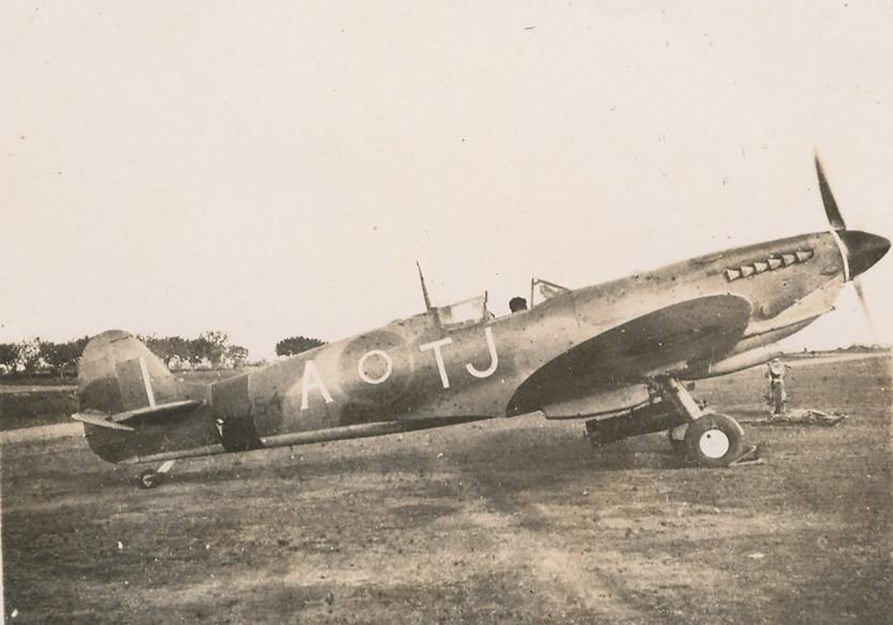 Spitfire MkIX SAAF 7Sqn TJA xx254 Italy 1945 01