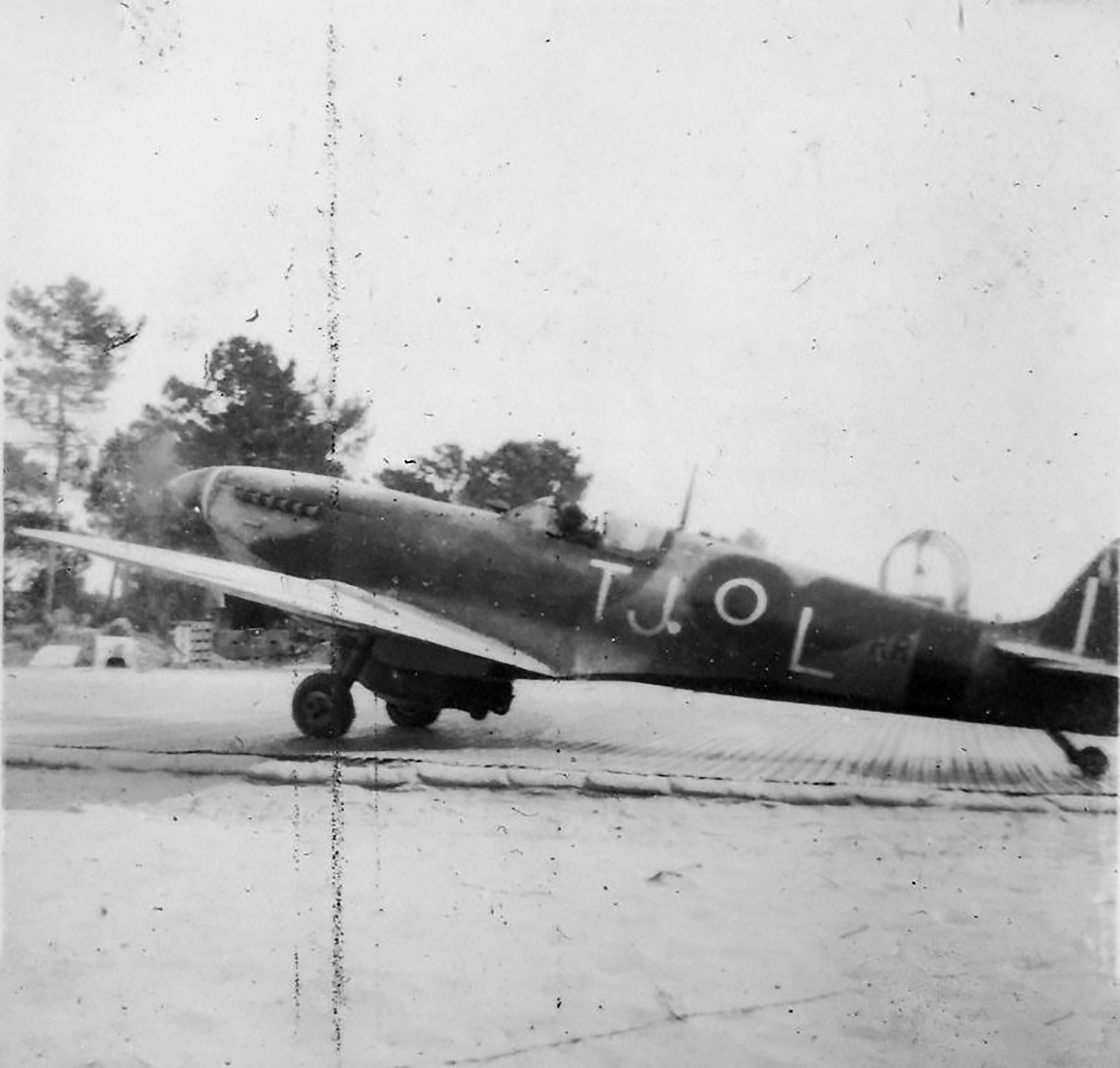Spitfire MkIX SAAF 7Sqn TJL Italy 1945 01