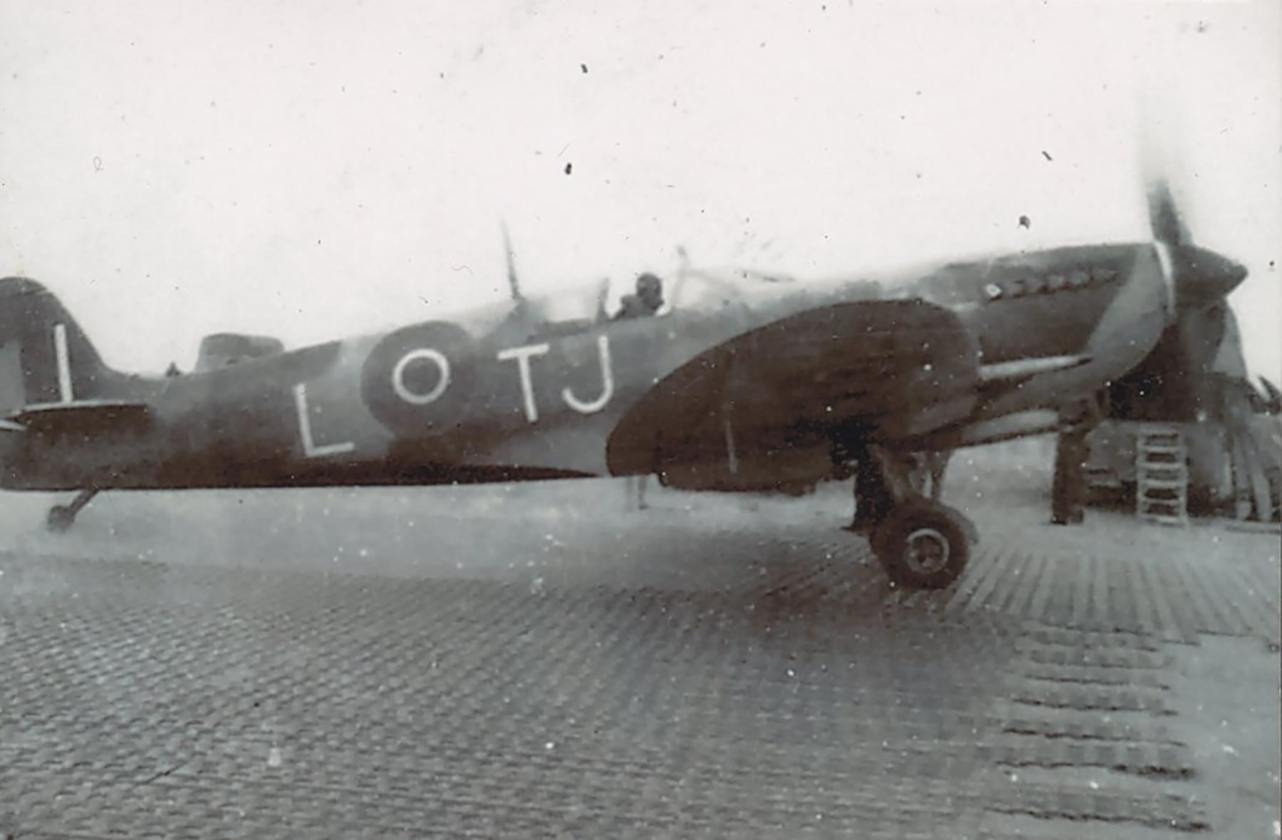 Spitfire MkIX SAAF 7Sqn TJL Italy 1945 02