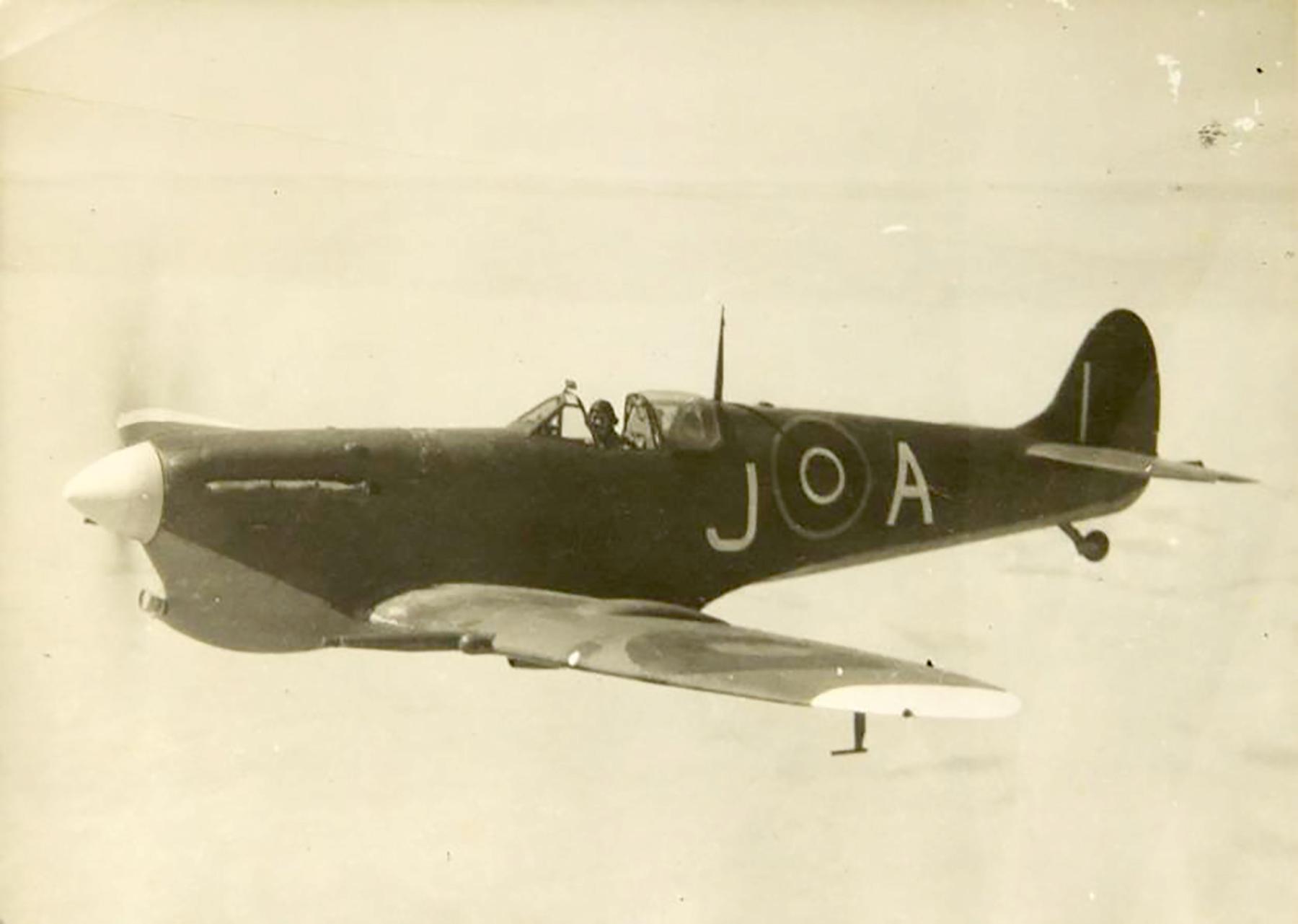 Spitfire MkVcTrop SAAF 11OTU AJ Ishmalia 01