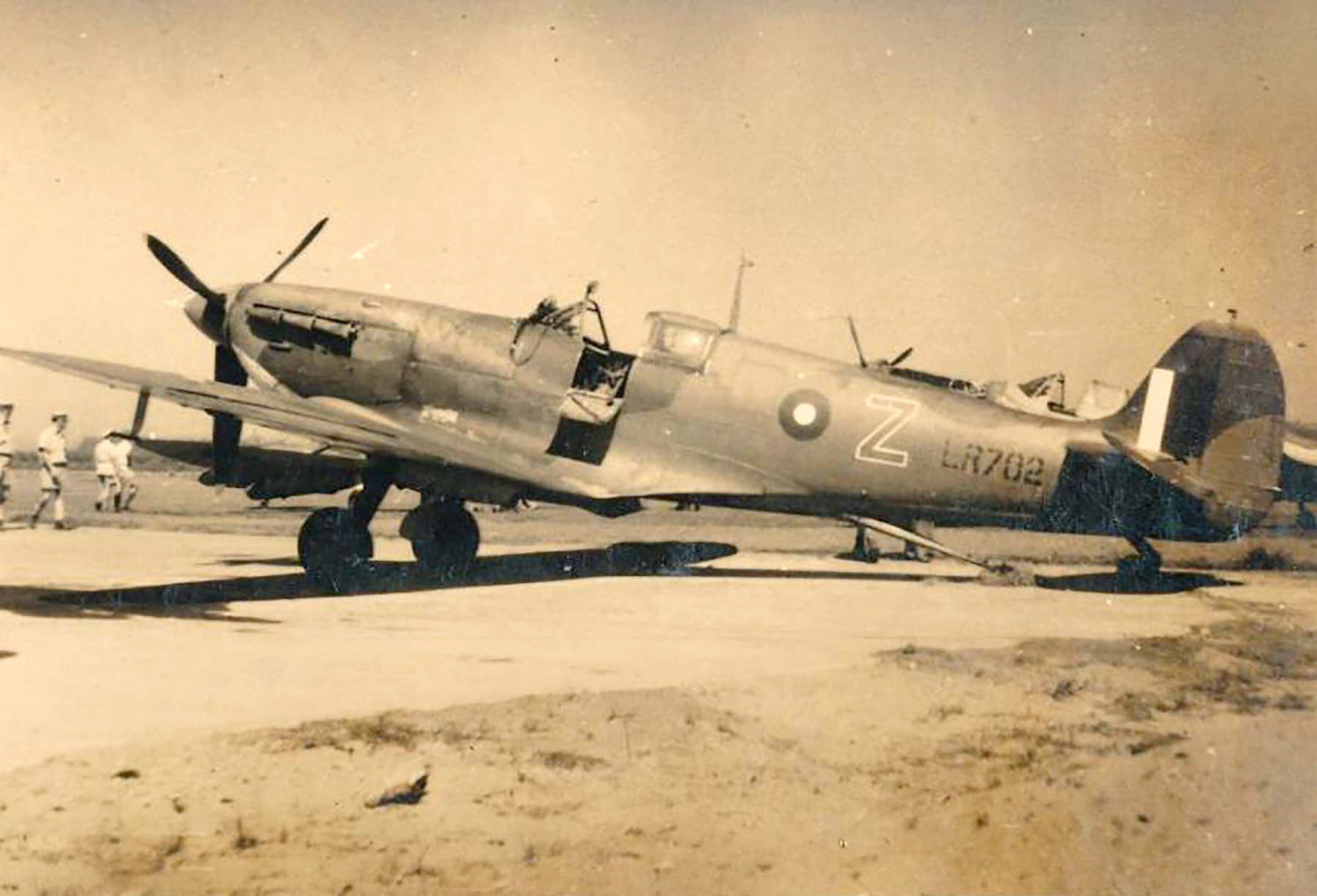 Spitfire MkVcTrop SAAF 11OTU Z LR702 01
