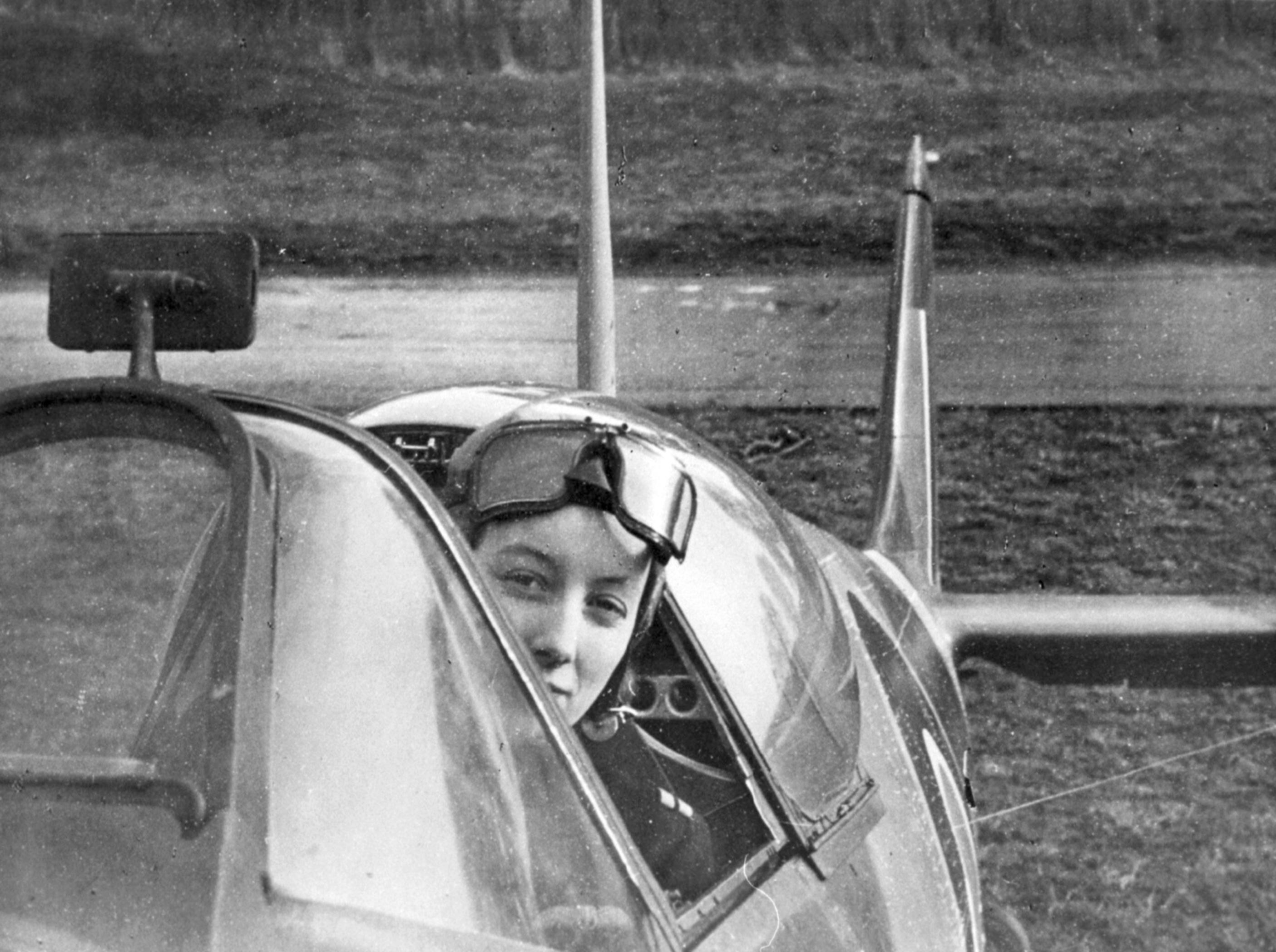 Aircrew RAF Veronica X a Dutch ferry pilot for the ATA 22nd Feb 1943 NIOD2