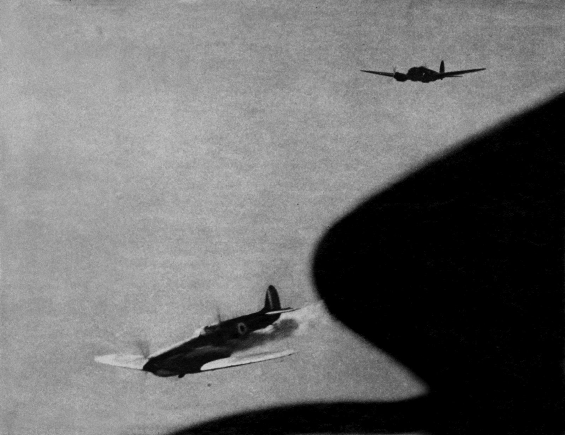 Camera battle footage between Luftwaffe He 111H bombers and a RAF Spitfire off the coast Spring 1941 04