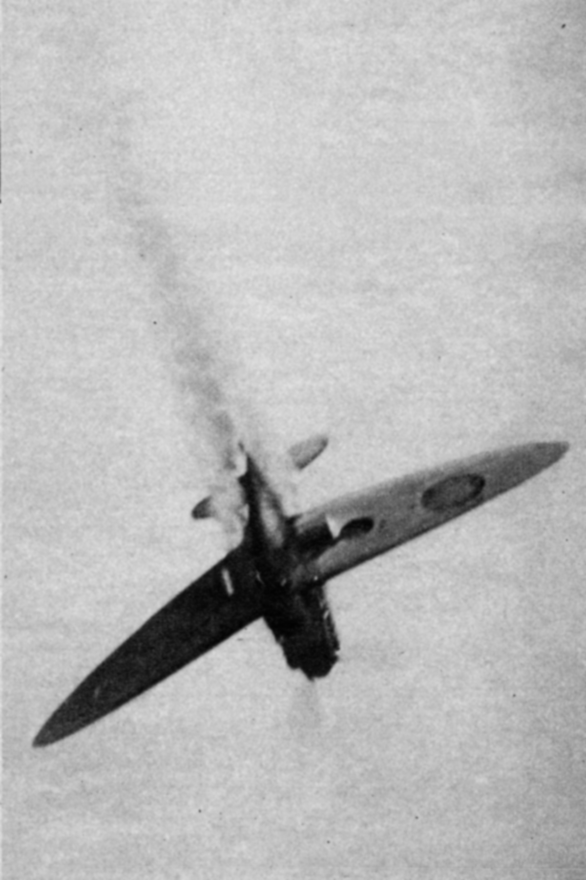Camera battle footage between Luftwaffe He 111H bombers and a RAF Spitfire off the coast Spring 1941 05