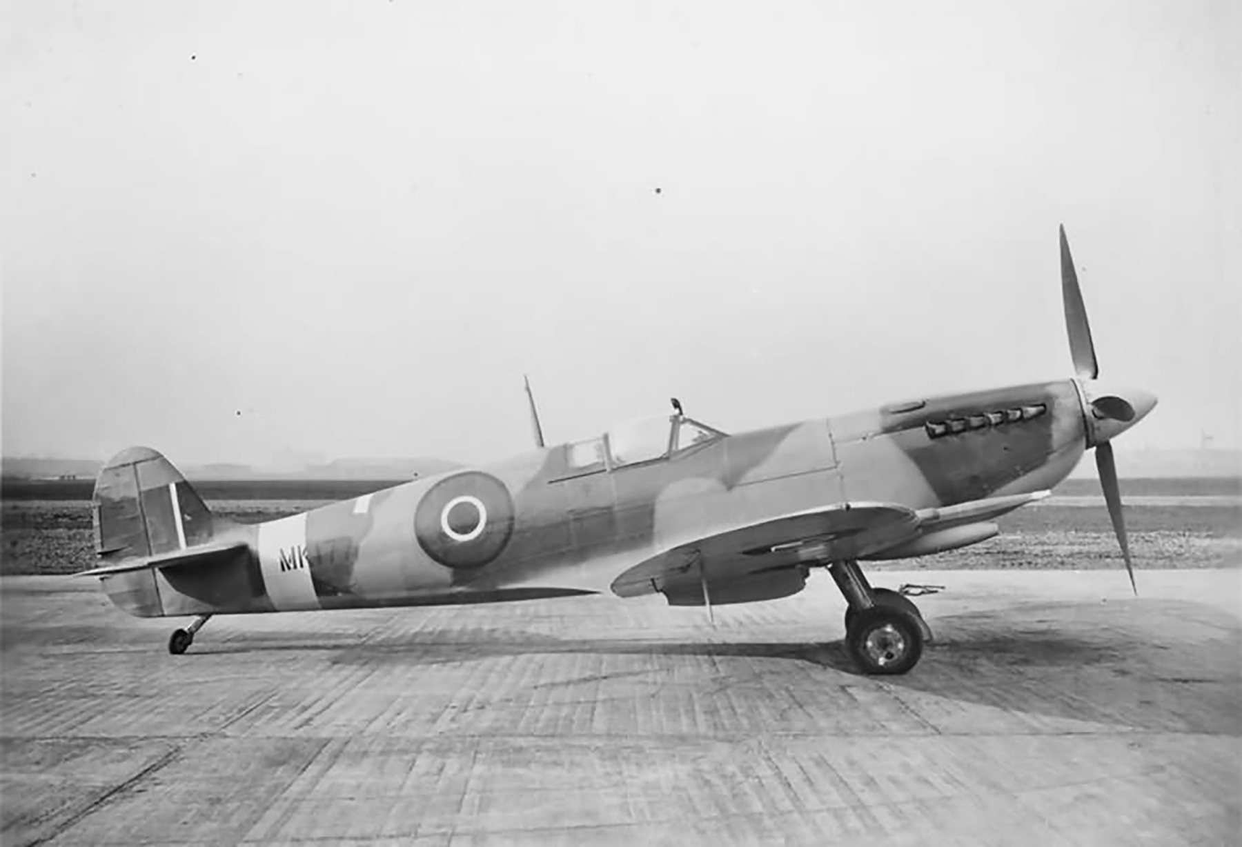 Factory fresh Spitfire LFIX RAF MK177 Castle Bromwich England web 02