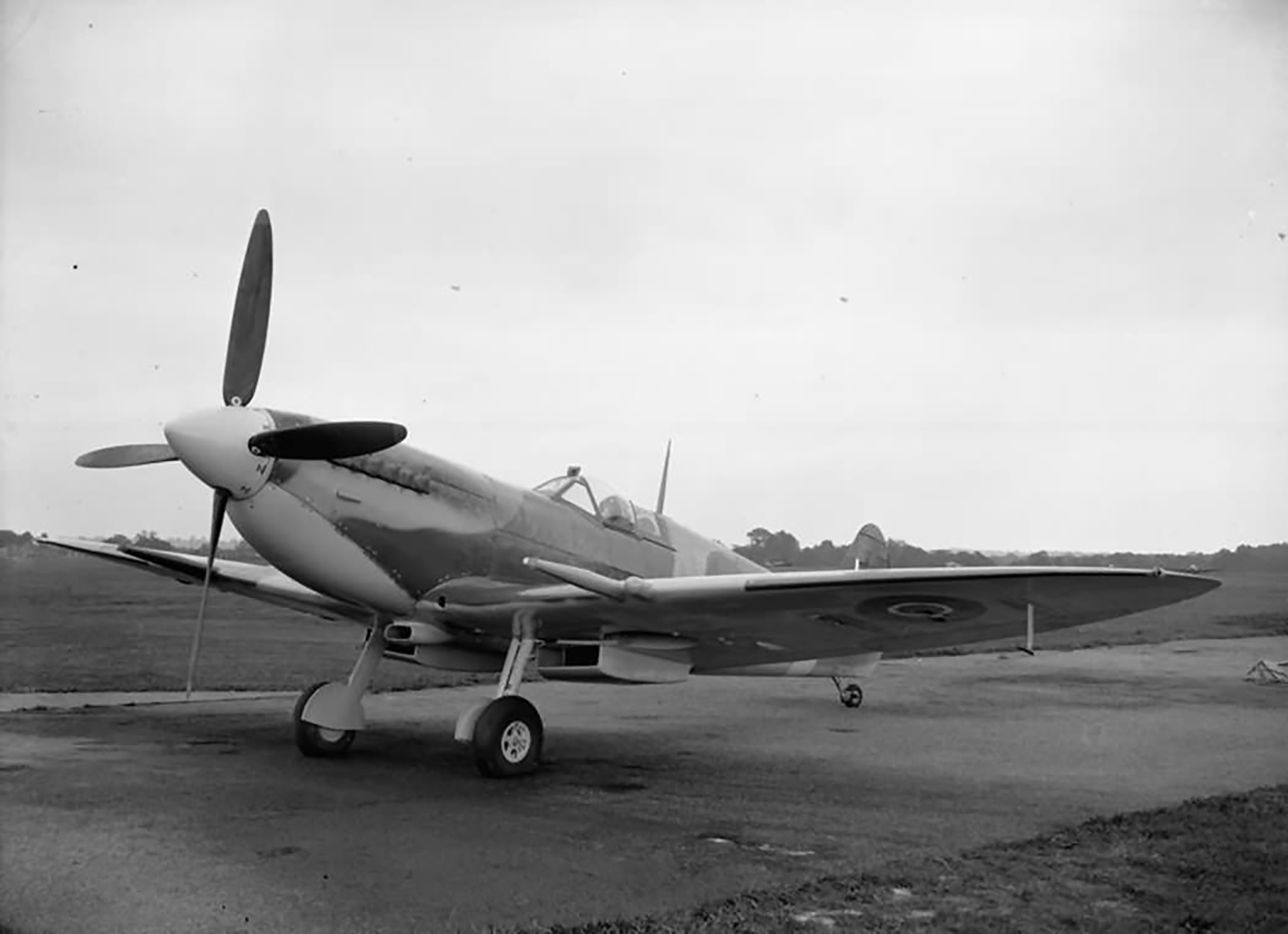 Factory fresh Spitfire MkIX RAF BS452 on the ground at Eastleigh web 01