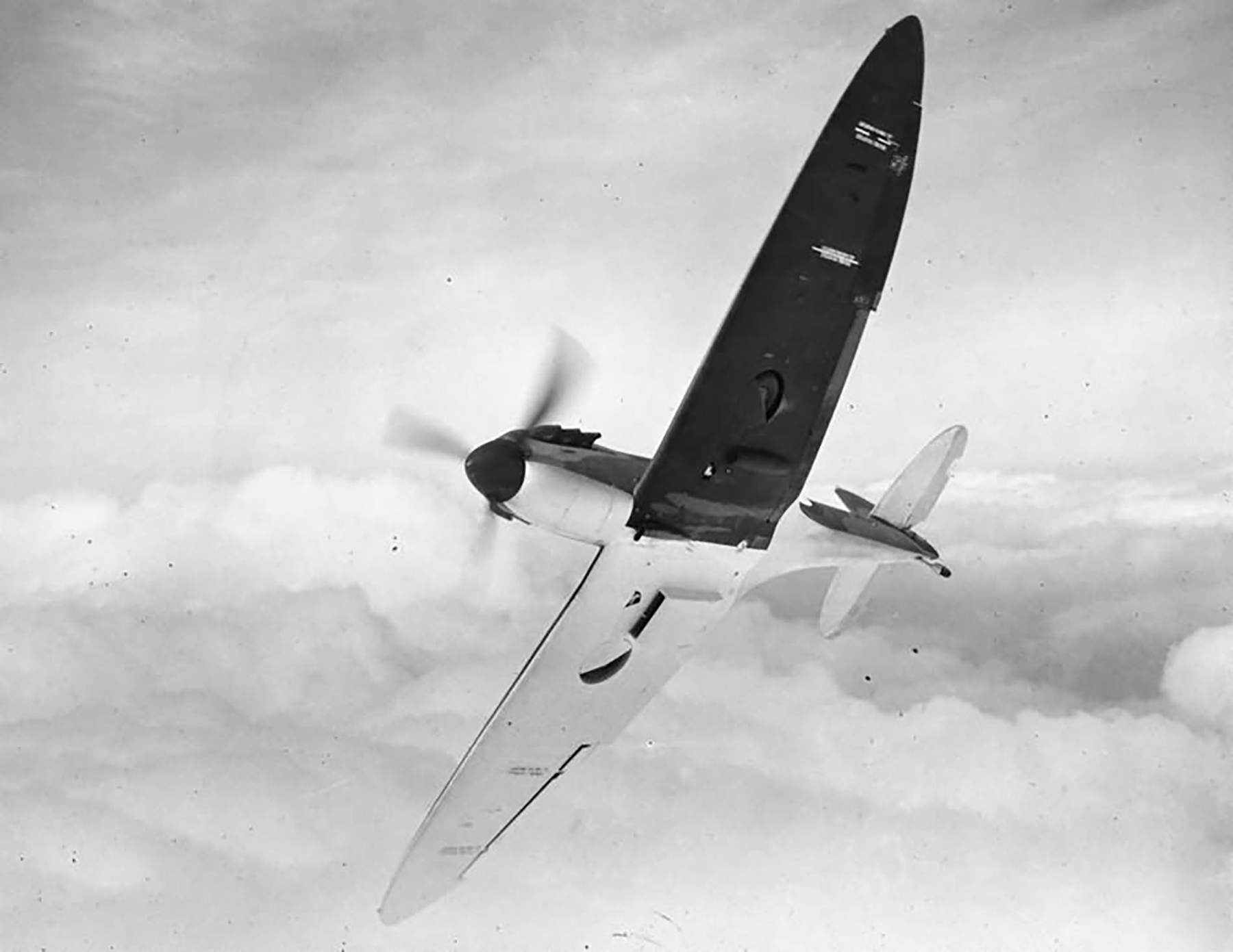Factory fresh Spitfire MkIa P9450 showing black wing half tone camouflage in flight April 1940 web 01