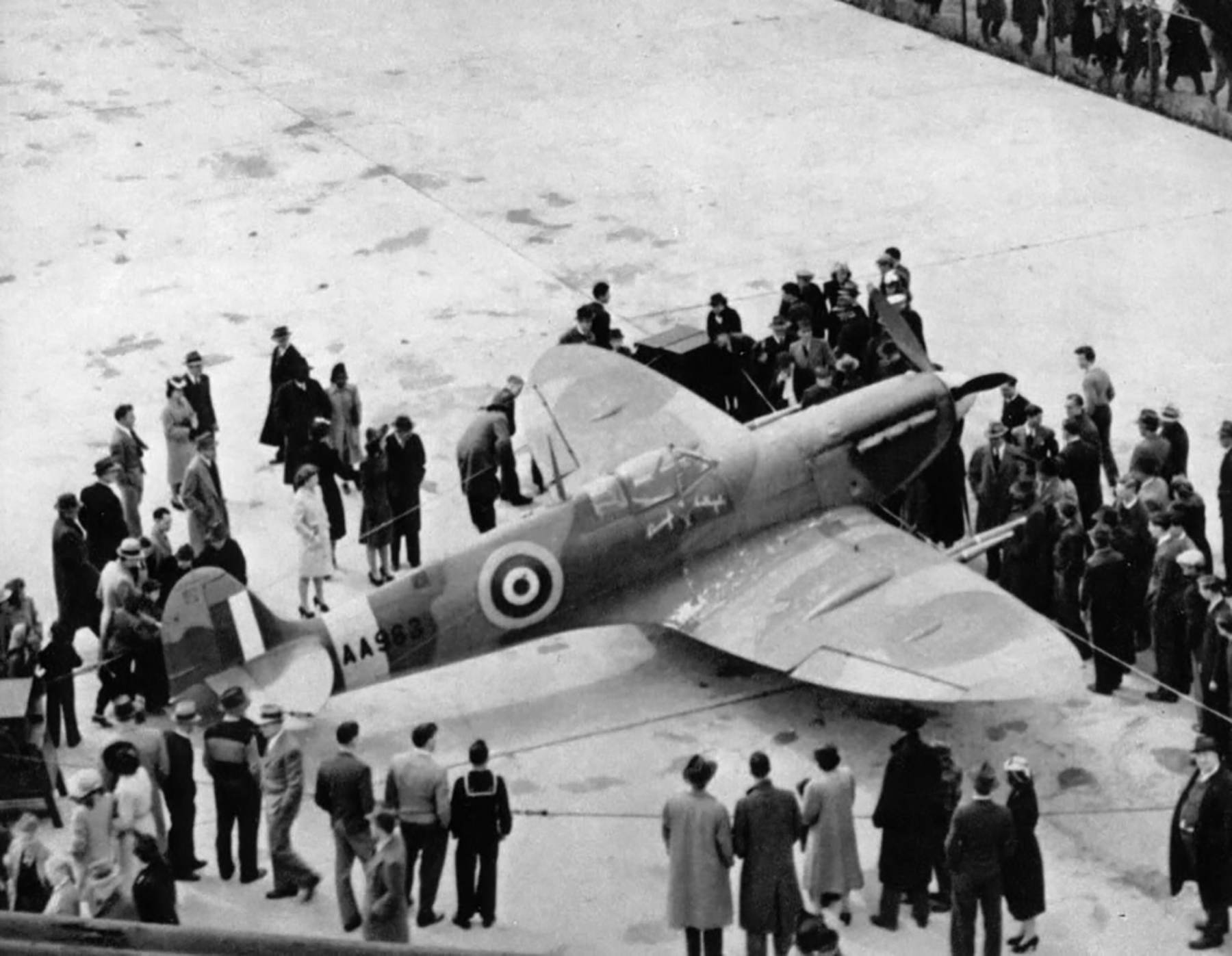Factory fresh Spitfire MkVc RAF Borough of Southgate AA963 exhibited Chicago stayed in USA May 1942 04