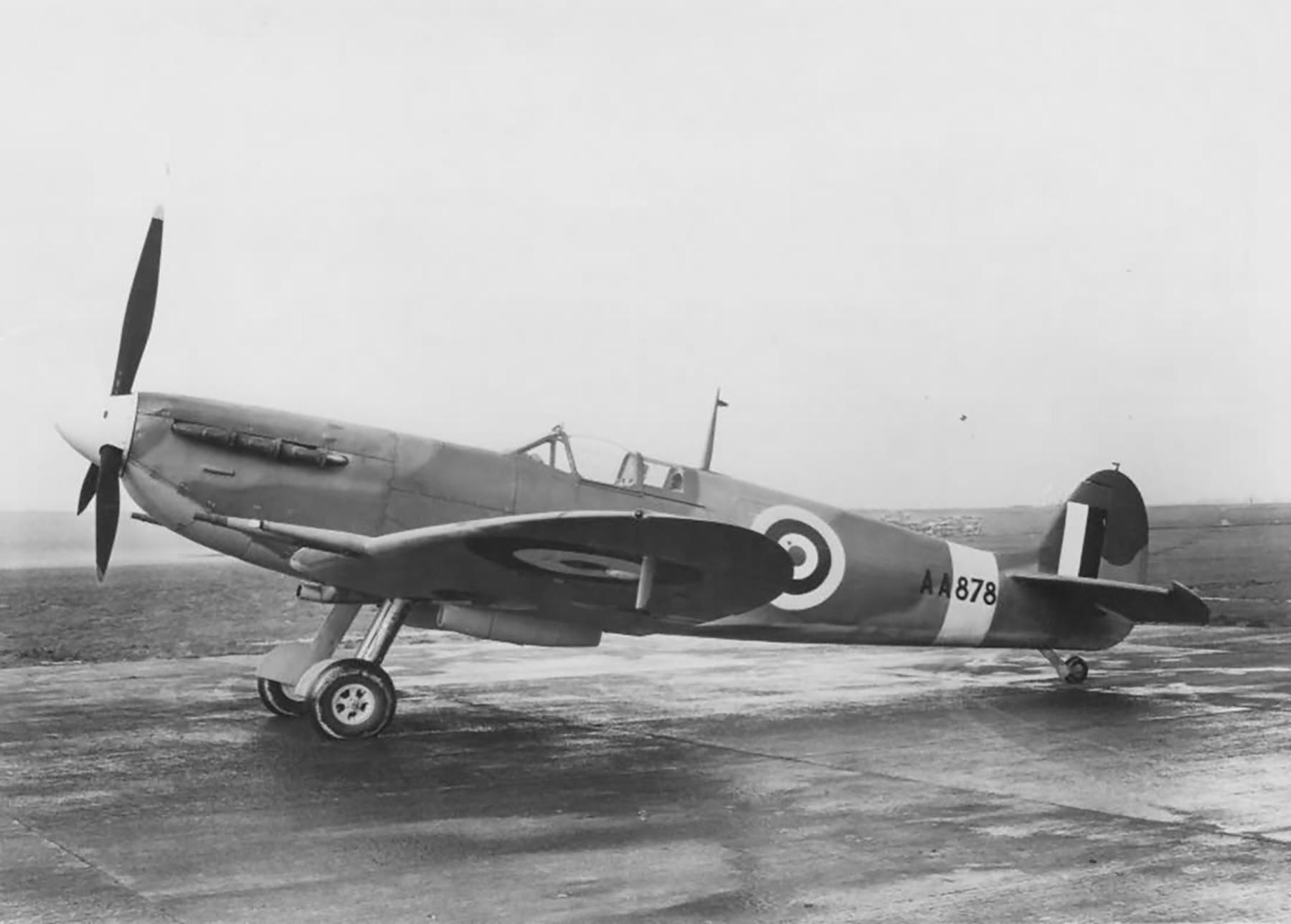 Factory fresh Spitfire Vc RAF AA878 England web 01