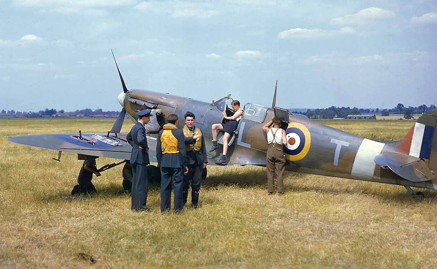 Great colour photos showing Spitfires being rearmed England 01