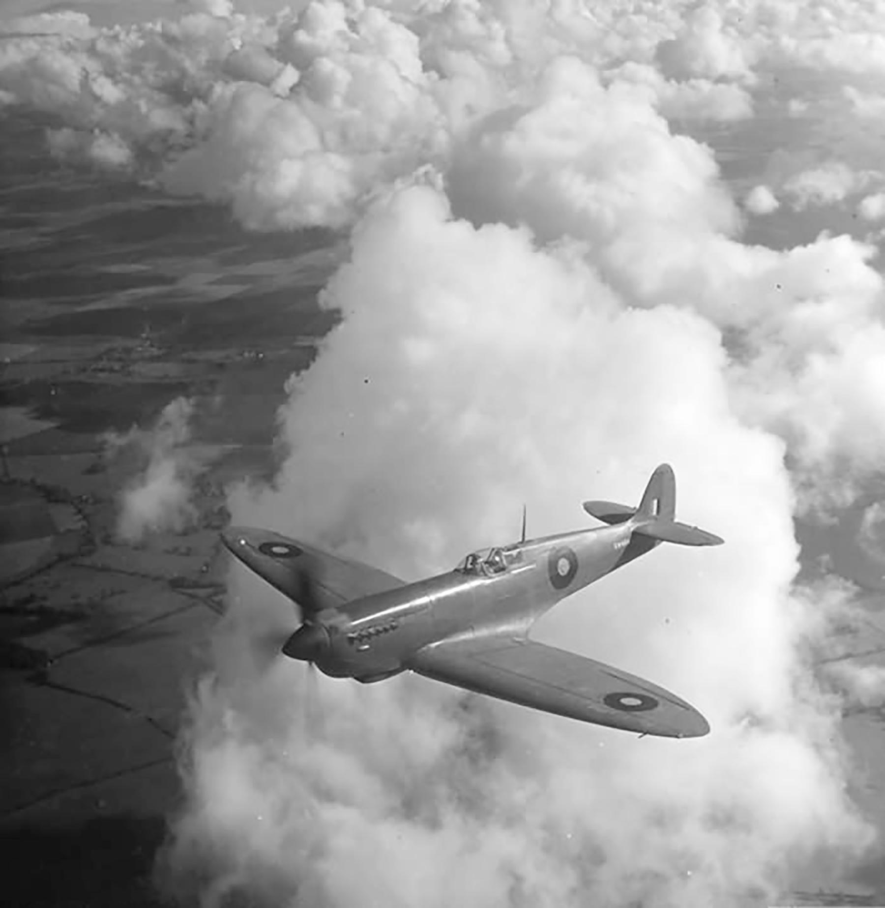 Recon Spitfire PR11 Prototype EN654high speed reconnaissance variant in flight England web 01