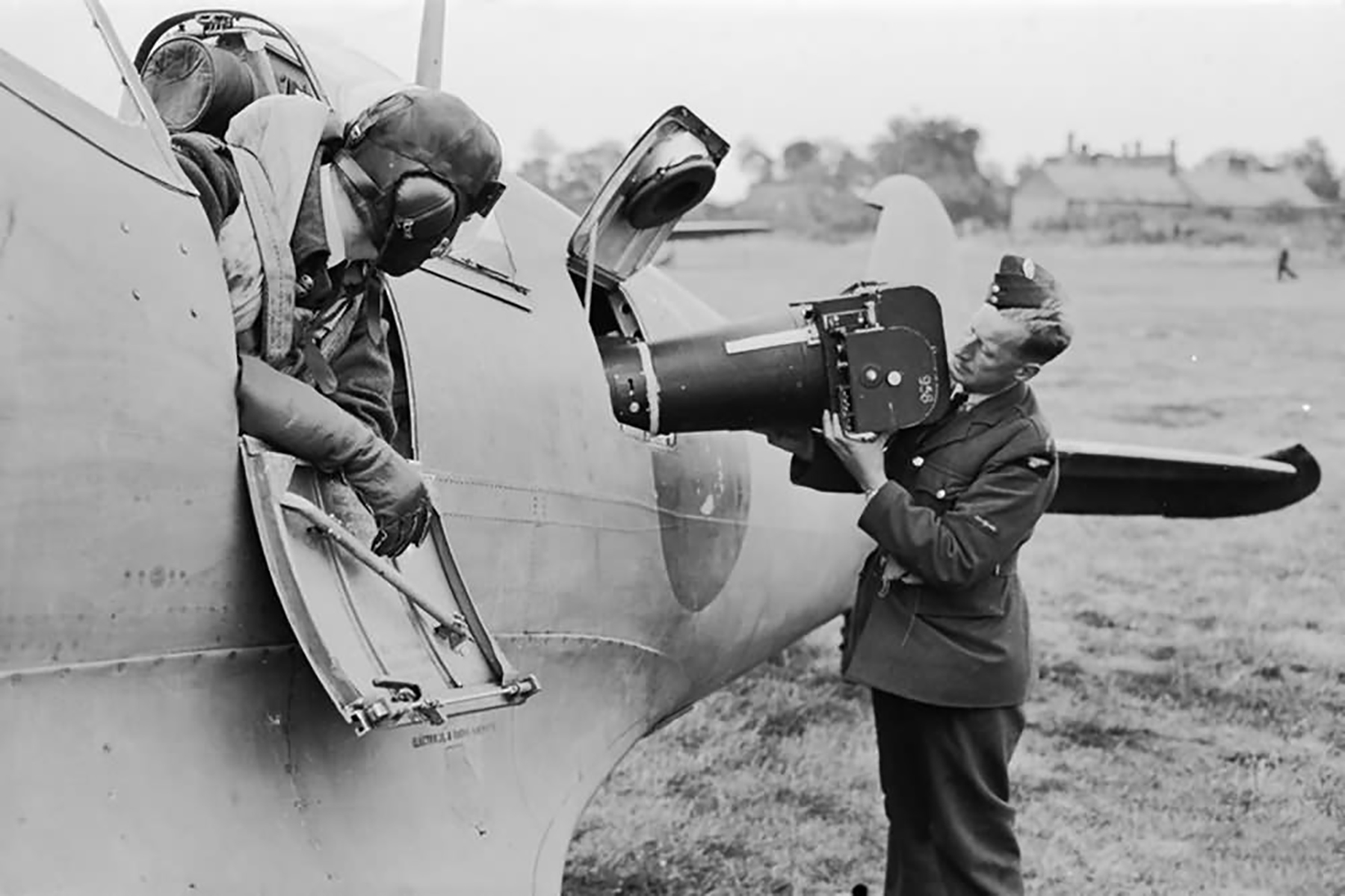 Recon Spitfire PRIV with aerial camera type F.8 Mark II 20 inch lens at Benson web 01