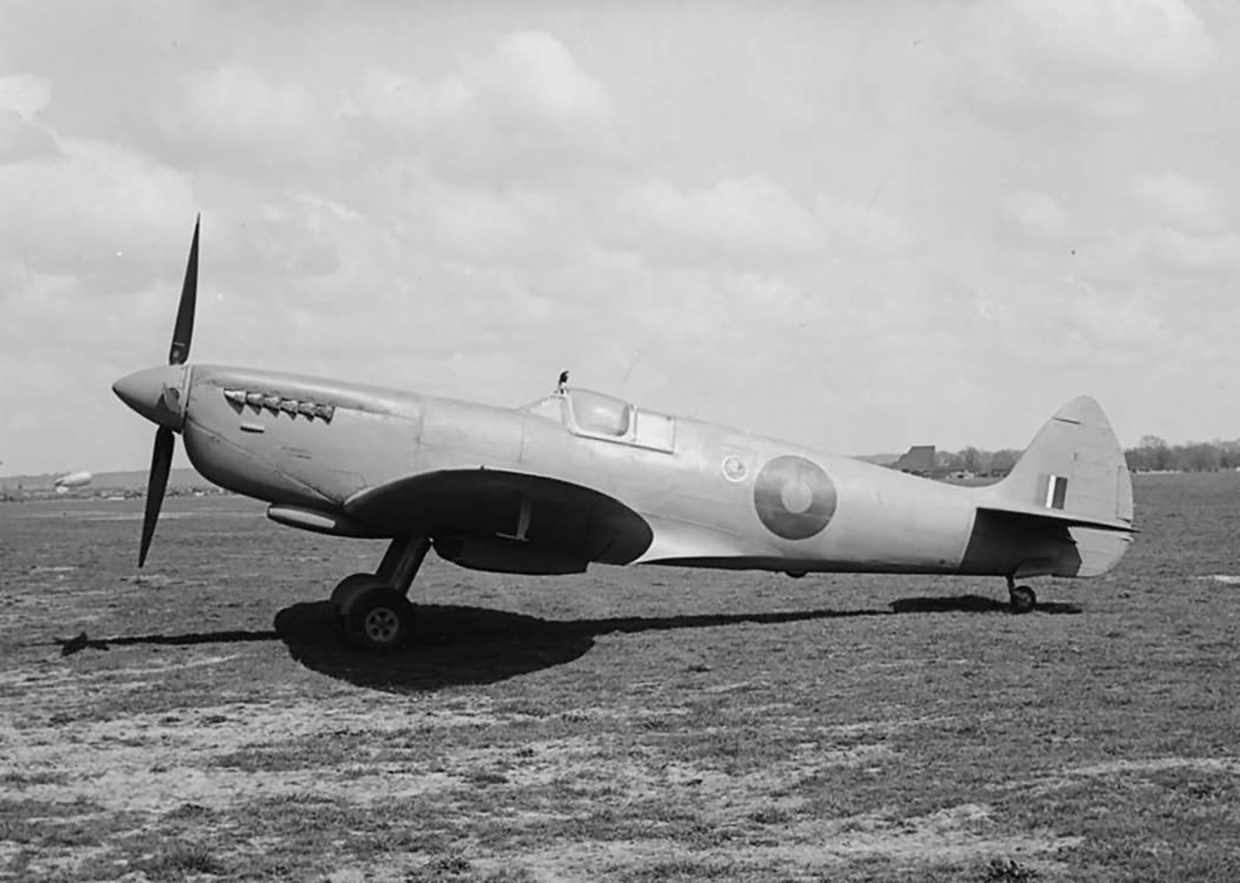 Recon Spitfire PRX fitted with pressure cockpit web 02