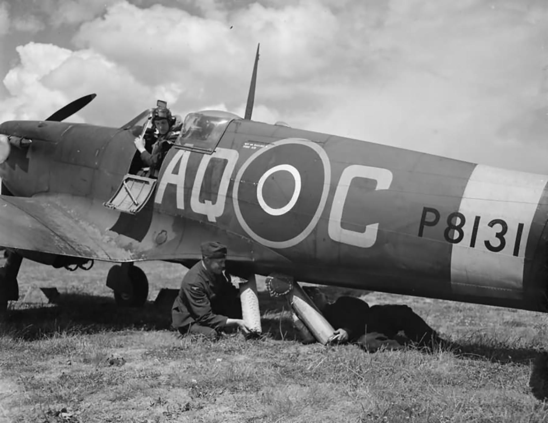 Spitfire FIIc RAF 276Sqn AQC P8131 at Warmwell 1943 01