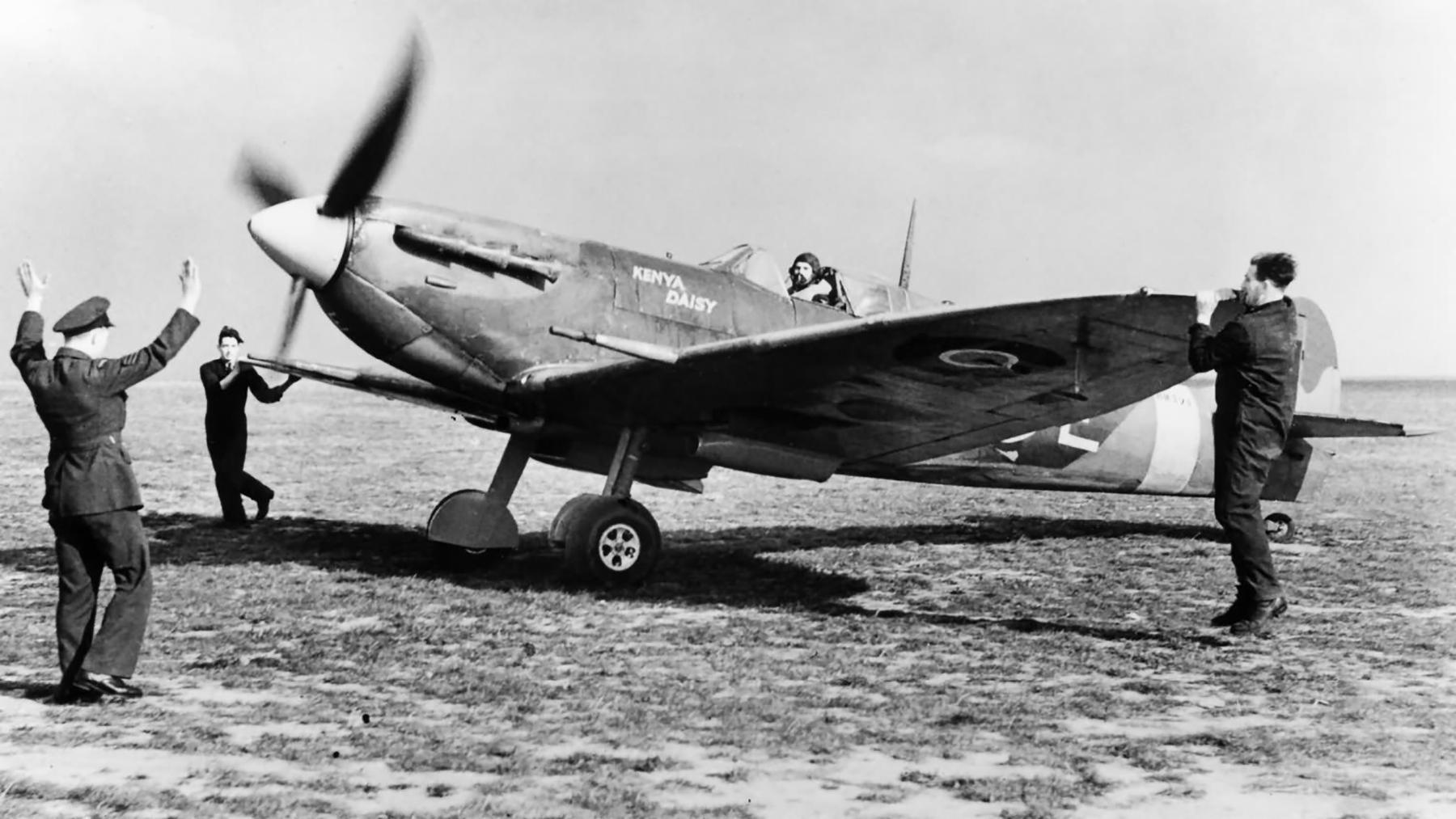 Spitfire LFVb RAF 165Sqn SKE named Kenya Daisy BM271 at Gravesend 16th Oct 1942 web 01