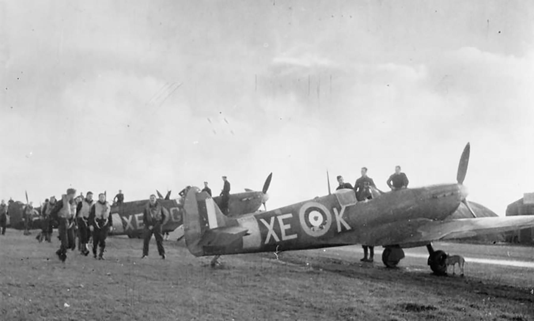 Spitfire MkIIa RAF 123Sqn XEK P7443 with XEG at Castletown England 1941 web 01