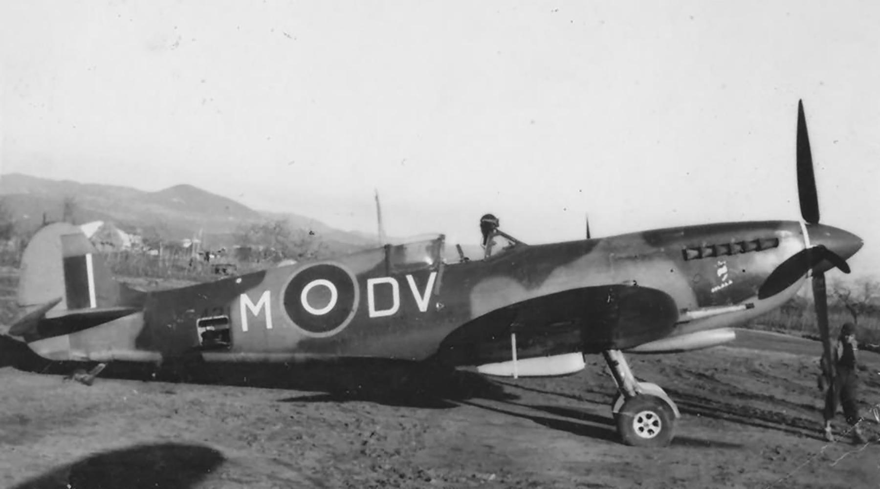 Spitfire MkIX RAF 129Sqn DVM MH384 England Aug 1943 web 01