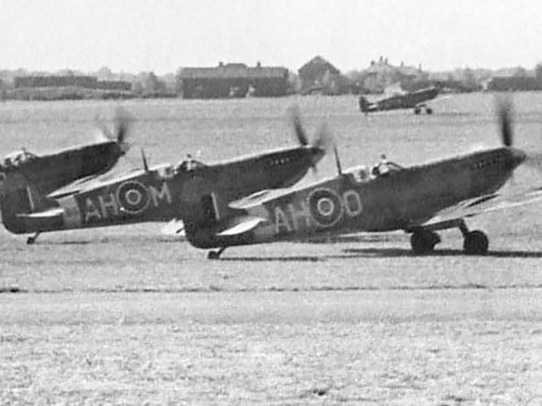 Spitfire MkIX RAF 332Sqn AHM and AHO North Weald 01