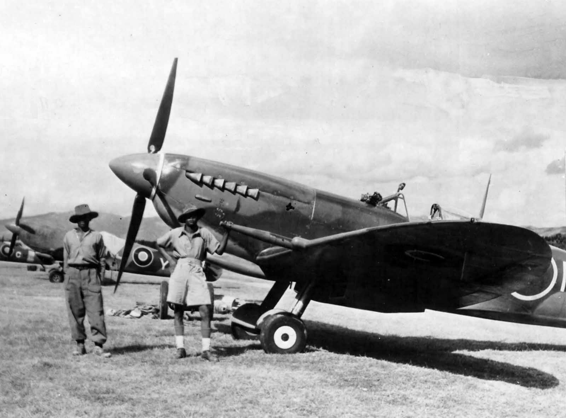 Spitfire MkIX RAF unknown unit in Italy 1944 web 01