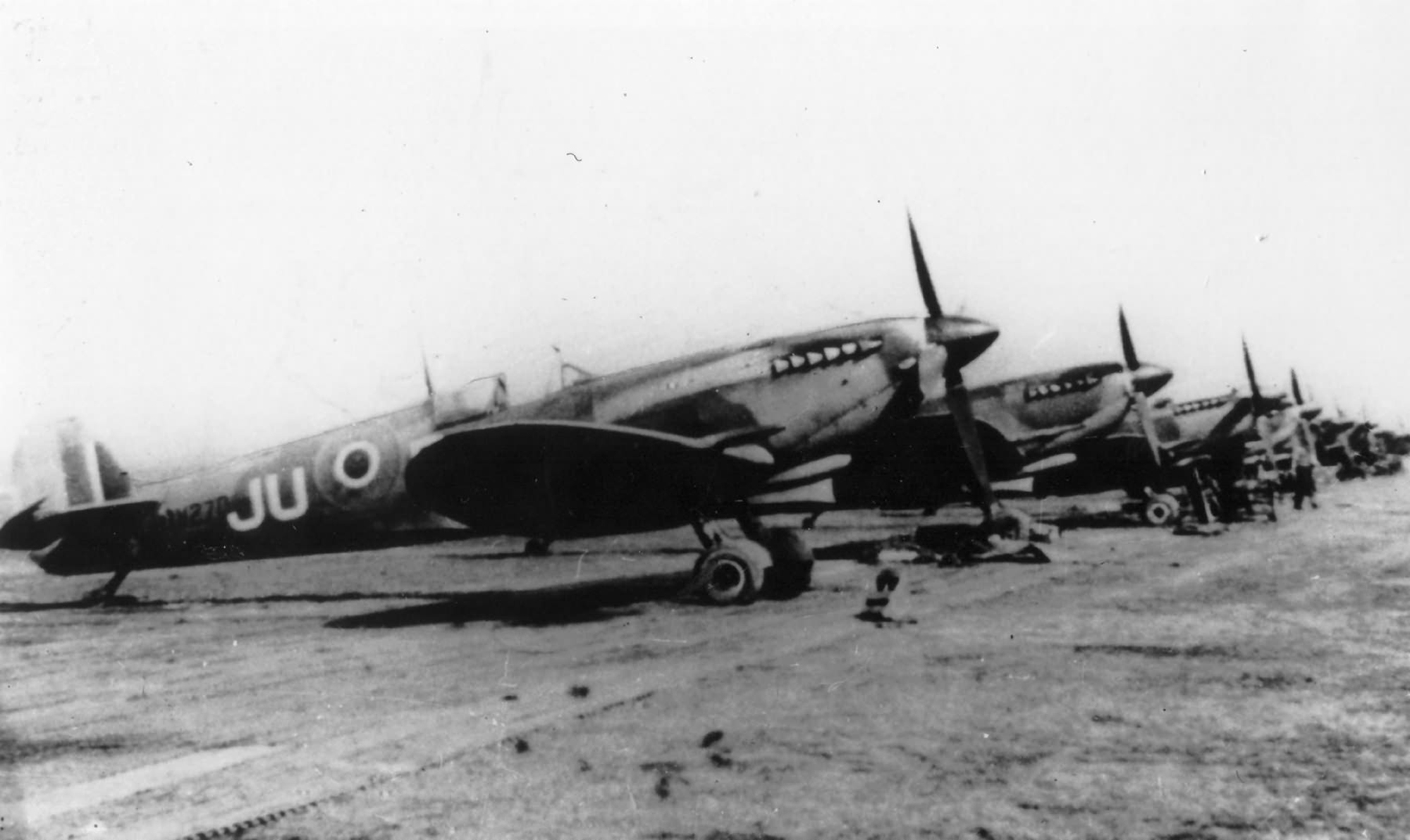 Spitfire MkIXe RAF 11Sqn JUF PV270 web 01