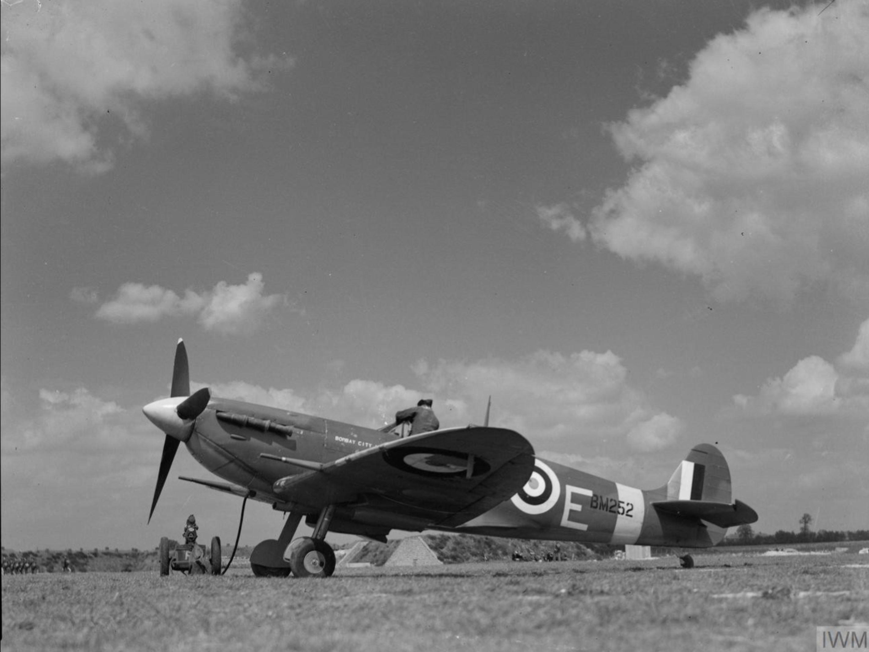 Spitfire MkVb RAF 122Sqn MTE BM252 at Hornchurch Essex IWM CH5748