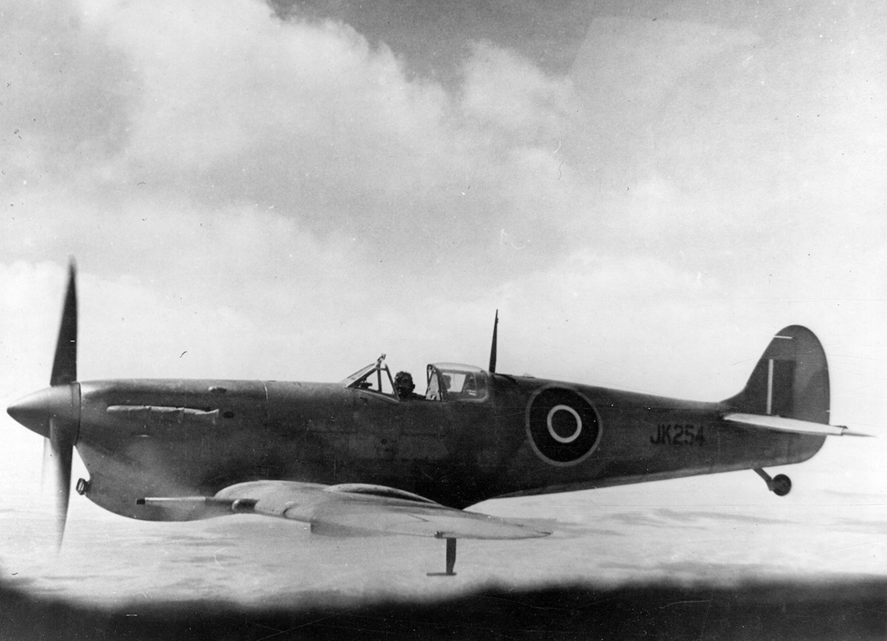 Spitfire MkVcTrop RAF JK254 Middle East 1943 01