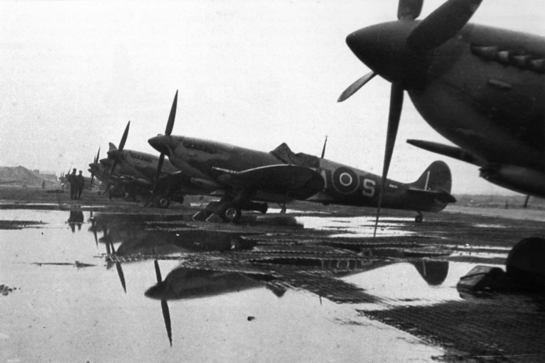 Spitfires MkIX RAF 329Sqn 5AS at Cigognes Holland 1945 web 01