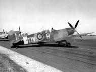 Asisbiz Spitfire LFIX RAF 129Sqn DVR MH384 England Aug 1943 02