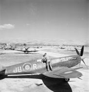 Asisbiz Spitfire MkIXe RAF 111Sqn JUR and JUU at Comiso Sicily IWM CNA4029