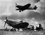 Asisbiz Spitfire MkVb RAF 122Sqn MTE BM252 spring 1942 01