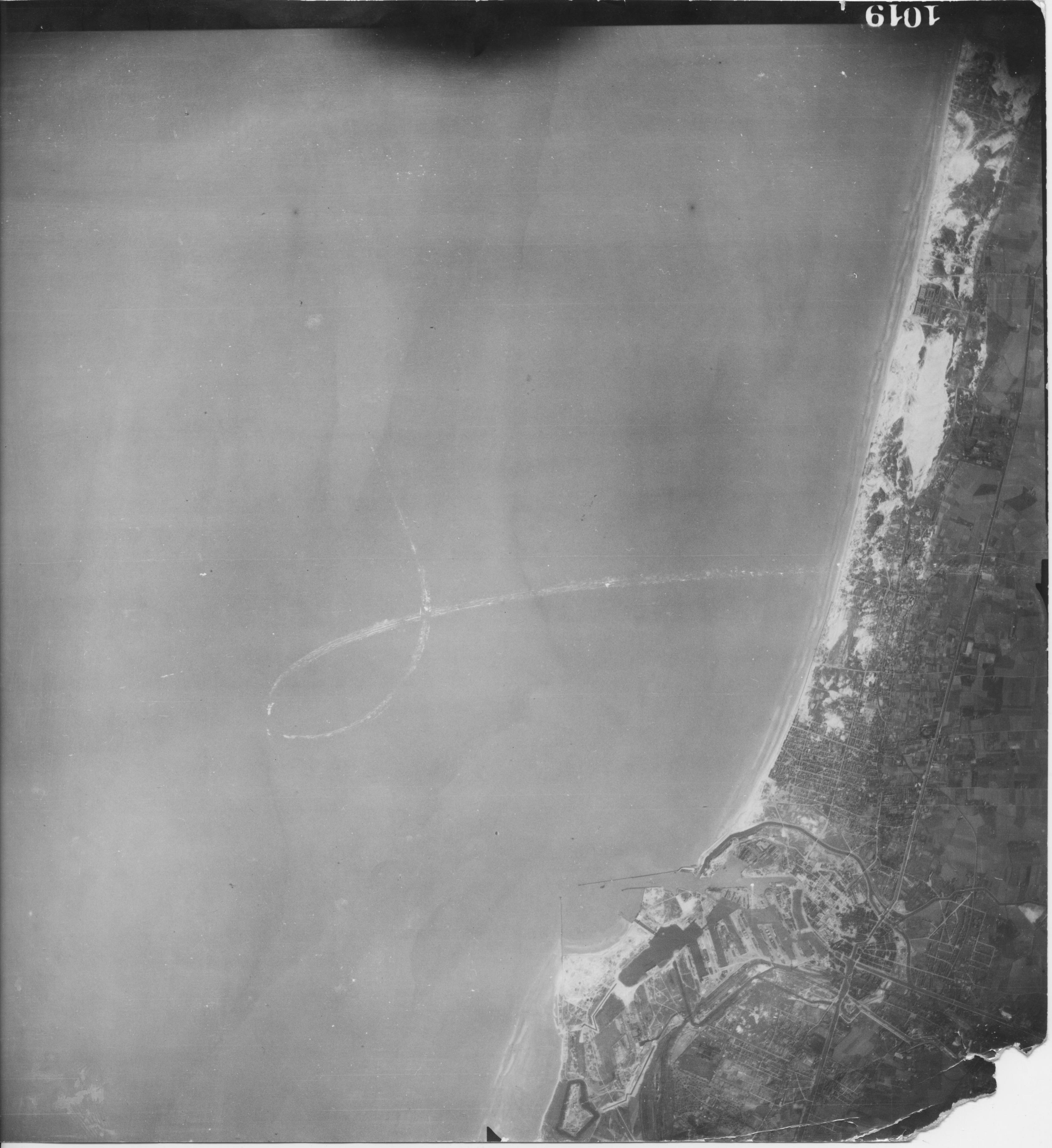 USAAAF 7PG22FS aerial recon photo to Dunkerque Dunkirk 1943 01